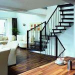 Металлическая лестница как альтернатива деревянной.