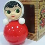 Неваляшка Аленка — отличная игрушка для малыша.