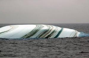 Пласт слоистого льда