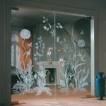 Распашные двери из стекла маятниковые.