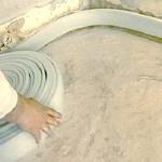 Демпферная лента и ее роль в процессе стяжки полов.