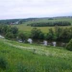 Участок у реки — идеальное место для постройки собственного дома.