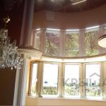Эстетичная конструкция для дома и квартиры — натяжной потолок.