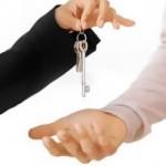 Продать квартиру и избежать неприятностей поможет риэлторское агентство.