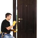 Своевременный ремонт — залог надежности и долговечности дверной конструкции.