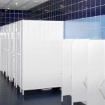 Современные туалетные кабинки для установки в городе.